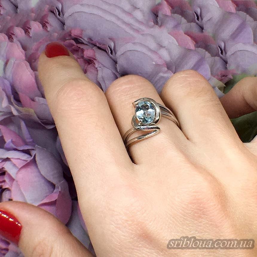 Серебряное кольцо с голубым топазом (арт. 10325)