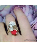 Серебряное кольцо с позолотой со вставками перламутров и кораллов (арт. 1522400)