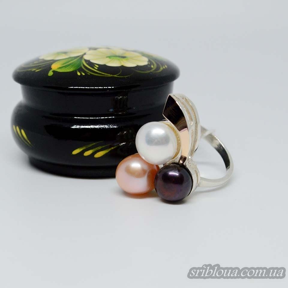 Серебряное кольцо с позолотой со вставками жемчугов (арт. 425440)