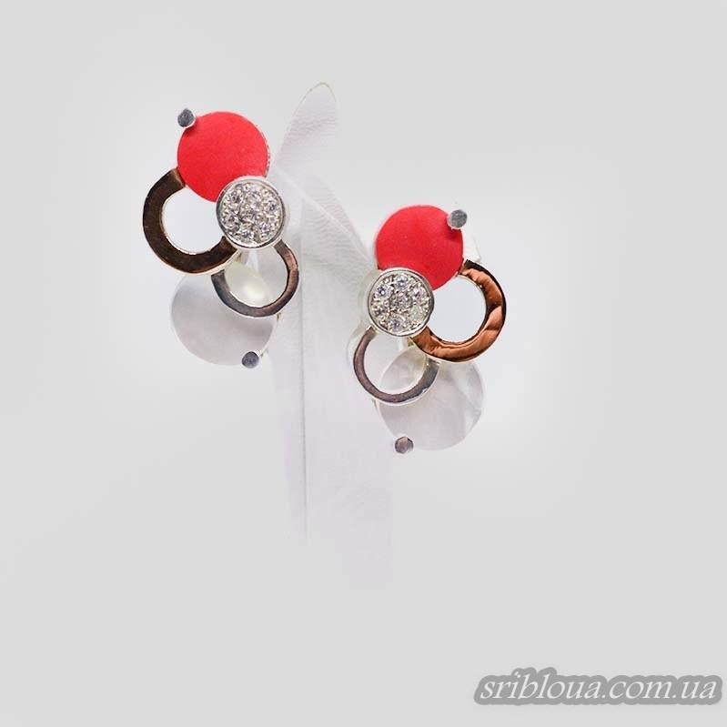Серебряные сережки с позолотой со вставками перламутров и кораллов (арт. 1522700)