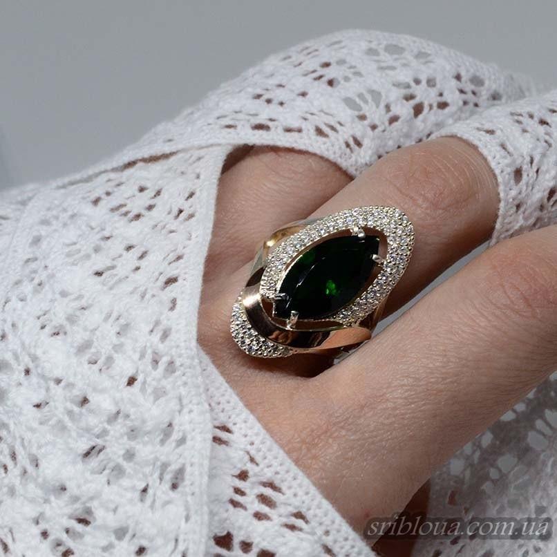 Серебряное кольцо с позолотой и зеленым цирконием (арт. 794600)